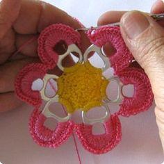 February 2012 Aluminum (Aluminio, Lacre) Pull-Tab Crochet Future Projects ~~~ Lee Ann H. Diy Crochet Flowers, Crochet Diy, Crochet Crafts, Yarn Crafts, Crochet Projects, Diy Crafts, Crochet Round, Crochet Ideas, Pop Top Crochet
