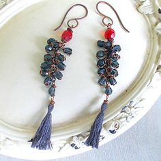 Earrings long pendant in gray cotton and beads by Candylostile