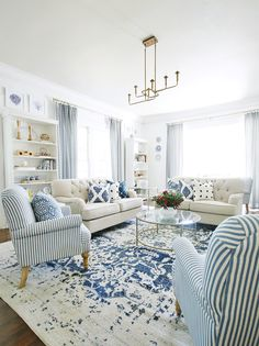 Dec 2019 - Looking for some simple ways to update your home in Here are 25 simple updates that won't break the bank---most of which can be done in a weekend. Coastal Living Rooms, Living Room Sets, Rugs In Living Room, Home And Living, Living Room Decor, Small Living, Bright Living Rooms, Decorating Ideas For The Home Living Room, Living Room Furniture