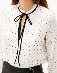 56 cozy blouse and pants work outfit ideas 9 Trendy Fall Outfits, Fall Fashion Outfits, Mode Outfits, Work Fashion, Classy Outfits, Fashion Dresses, Fashion Design, How To Wear Shirt, Iranian Women Fashion