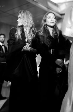 """olsendaily: """"Ashley and Mary-Kate at the 2018 CFDA Awards """" Mary Kate Ashley, Mary Kate Olsen, Carrie Bradshaw, Coco Chanel, Michelle Tanner, Olsen Twins Style, Yves Saint Laurent, Olsen Sister, Fashion Gone Rouge"""