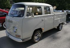 Great pic of a T2 with early turn signals.  Volkswagen T2 double cab 1968.jpg;   1000 x 695 (@100%)