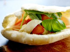 Pitabrød med fyll Pesto, Bakery, Tacos, Mexican, Dessert, Ethnic Recipes, Sailboat Living, Alternative, Dessert Food