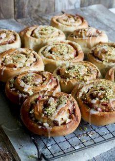 Fantastisk gode eplesnurrer I Love Food, Bagel, Doughnut, Baked Potato, Muffins, Food And Drink, Lunch, Bread, Baking