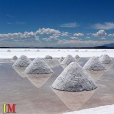 Visit #SalarDeUyuni in #Bolivia: During the rainy season, the largest #SaltDesert in the world becomes the world's largest mirror. This magical nature born when several prehistoric lakes joined into one. #PlacesToVisit #Vacations #Nature #infomarketmagazine