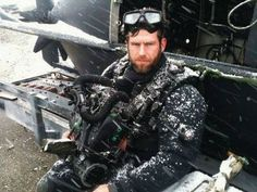 Please help me honor Navy SEAL Matt Leathers who was laid to rest today after being KIT. Matt was a member of and has served our Country for 15 years. Never Forgotten Military Special Forces, Military Veterans, Military Men, Us Navy Seals, Police, Support Our Troops, Fallen Heroes, Easy Day, Real Hero