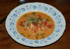 Hiidenuhman keittiössä: Tomaattinen kiinankaali-kanakeitto
