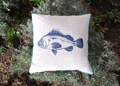 Linen pillow with blue fish, screenprint, one of a kind, back: grey-blue velvet, 40 cm x 40 cm Throw Pillows, Etsy, Design, Screen Printing Process, Fish Illustration, Decorative Throw Pillows, Drawing Hands, Pisces, Craft Gifts