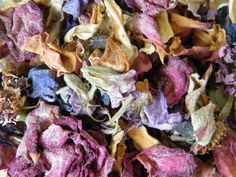 Traditional dried flower potpourri from my garden on driedflowercraft.co.uk