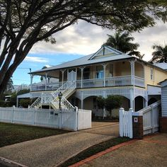 If you are looking for houses for sale Brisbane then you are in the right place. Madeleine Hicks real estate is Brisbane Northsides leading real estate Queenslander House, Weatherboard House, Australia House, Brisbane Australia, Australia Travel, Looking For Houses, Country Farm, Reno, Architecture