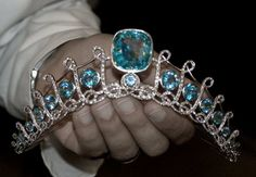 Following on from the photo of the de Ligne Aquamarine tiara, some more images coming up. Love the way the structure of the tiara echoes the stylised 'L' shape.