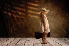 Cowboy Hats, Fashion, Infant Photography, Globes, Voyage, Fotografia, Moda, Fashion Styles, Fashion Illustrations
