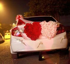 Crazy Wedding Photos, Flower Backdrop, Backdrop Wedding, Wedding Car Decorations, Indian Marriage, Marriage Decoration, Minimalist Decor, Wedding Styles, Wedding Ideas