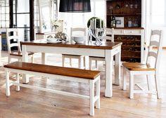 Wunderschöne Esstischgruppe im Landhaus Stil. Komplett MASSIV-Kiefernmöbel! Diese Esstischgruppe besteht aus einem Esstisch in 180x90cm, einer massiven Sitzbank und 4 massiven Stühlen. Also an dieser Esstischgruppe findet jeder seinen Platz. Ein Esszimmer – Programm im Landhausstil. Material: Kiefer massiv Farbe: Weiß lackiert, honigfarbend Ausstattung: 4 x Stuhl Bode 1 x Sitzbank Bode 1 x Esstisch …