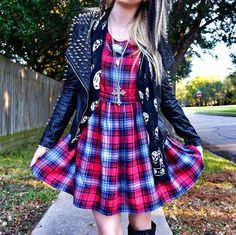 Grav3yardgirl - outfit of the day^^ love it! But I wouldn't be able to pull it off