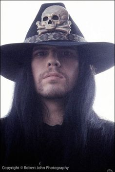 Ian Astbury, the Cult. I want that hat. #rockstar #music