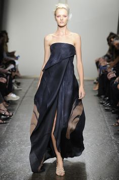 I would like this design as a wedding dress. I would be comfortable all night!! Donna Karan RTW Spring 2013