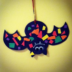 These spooky bats are easy peasy! Materials Needed: construction paper, glue stick, scissors, string/yarn, squiggly eyes, chalk Cut a bat from black construction paper. Have your cuties rip various…