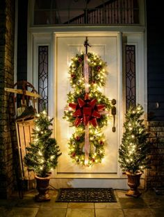 Get your home ready for Christmas with these 25 Christmas Porch Decorating Ideas. Beautiful Christmas porch ideas that are simple and budget friendly! Indoor Christmas Decorations, Christmas Wreaths To Make, Noel Christmas, Rustic Christmas, Christmas Crafts, Christmas Island, Simple Christmas, Outdoor Decorations, White Christmas