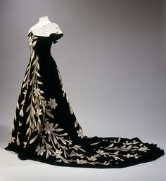 """Lily Dress"", Worth, owned and worn by Élisabeth de Caraman-Chimay, the Countess Greffulhe (1860-1952)"