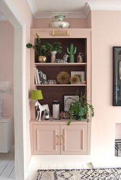 Of our favourite millennial pink home decor picks « Home Decoration My Living Room, Living Room Furniture, Living Room Decor, Bedroom Decor, Pink Living Rooms, Pink Bedroom Walls, Farrow And Ball Paint, Farrow Ball, Farrow And Ball Bedroom