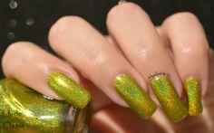 Vernis Jade Holographique OASIS collection Rainbow Effect. Retrouvez le en boutique ici www.parlezenauxcopines.com International delivery