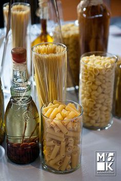 Dry pasta, in a Little Italy-themed area, can make a cost-friendly and cute decor statement. Love the idea of different mini-themes for each table Italian Party Decorations, Italian Centerpieces, Pizzeria Trattoria, Italian Themed Parties, Pasta Bar, Italian Night, Spaghetti Dinner, Tuscan Wedding, Kitchens