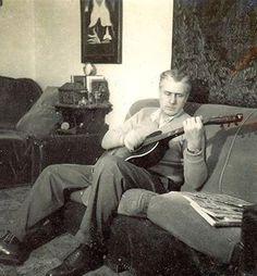 Uno de nuestros mas ilustres escritores, don Salvador Salazar Arrué, o mejor conocido como: Salarrué - El Salvador