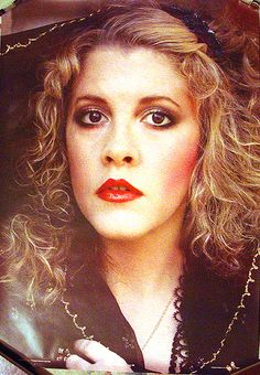 Okay, so I see this photo of actress Evelyn Brent, and it reminds me of Stevie Nicks, which is really weird. 70s Makeup, Hair Makeup, Stevie Nicks Costume, Members Of Fleetwood Mac, Lindsey Buckingham, Stevie Nicks Fleetwood Mac, Women Of Rock, Gypsy Style, Bohemian Style