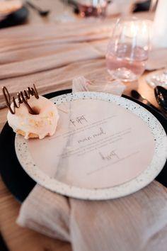 Wedding Donuts, Wedding Desserts, Wedding Gifts, Wedding Cakes, Gold Wedding, Fashion Cakes, Wedding Styles, Donut Cakes, Real Weddings