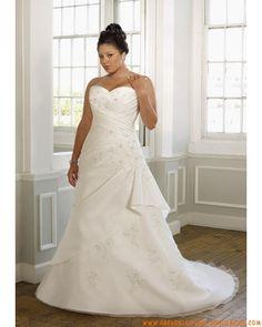 Schlichte romantische große Brautmode aus Taft und Organza mit Schleppe