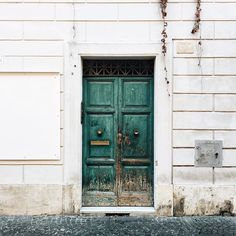 The charm of the #doors // Always in #Rome