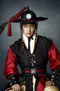 "'Arang' Lee Jun Ki, ""I'm Anticipating My Romance With Shin Min Ah"""