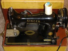 Vintage Singer Model 99K Portable Sewing Machine EJ792732 w/Case & Accessories