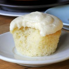 Blueberry and almond cake - HQ Recipes Vanilla Buttermilk Cupcake Recipe, Buttermilk Cupcakes, Easy Vanilla Cupcakes, Almond Cupcakes, Buttermilk Recipes, Coconut Recipes, Baking Cupcakes, Cupcake Recipes, Cupcake Cakes