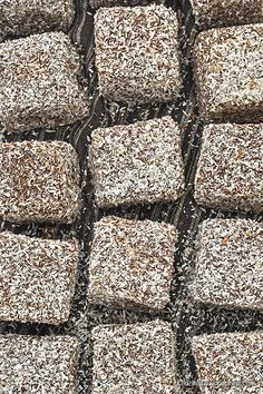 Vegan Lamingtons: Sponge Cake Cubes dipped in Chocolate and grated Coconut Greek Sweets, Greek Desserts, Greek Recipes, Desert Recipes, Vegan Sweets, Vegan Desserts, Meals Without Meat, Greek Cookies, Aussie Food
