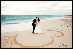 GREAT website for Beach Wedding Photo Ideas!!