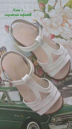 Sandalias landos charol blanco Kid Shoes, Girls Shoes, Baby Shoes, Huaraches, Shoes Sandals, Luanna, Footwear, Sneakers, Children