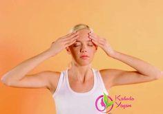 ...ve alnınıza da her iki elinizle birden dairesel hareketlerle masaj yapmaya devam edin.Yüz kaslarınıza uyguladığınız bu masajlar sayesinde tıkanıklıkların hızla açıldığını, ilaca pek de ihtiyaç duymadan kendinizi toparladığınızı farkedeceksiniz :)Sağlıklı mutlu günler dilerizLütfen paylaşalım. kaynak: www.livehealthylifecoach.com