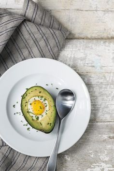 If you're a fan of high protein, low carbohydrate breakfasts that are full of healthy fats and nutrients, you need to try baked avocados with eggs in the middle