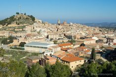 Vistas de Calaceite - Que ver en Matarraña (Teruel) Paris Skyline, Travel, Waterfalls, Paths, Hotels, Castles, Viajes, Destinations, Traveling