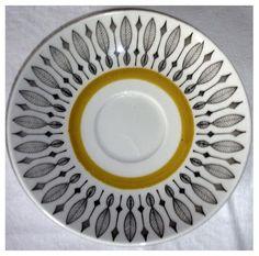 rörstrand Mönstrat porslin retro. Swedish Dishes, Cardboard Crafts, Dinner Sets, Porcelain Ceramics, Vintage Ceramic, Scandinavian Design, Kitchenware, Decorative Accessories, Tea Pots
