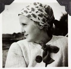 Nice photo of Eva Braun, circa (via putschgirl) Rare Photos, Cool Photos, Leni Riefenstahl, Berlin, Pearl Harbor Attack, The Blitz, German Women, The Third Reich, Battle Of Britain