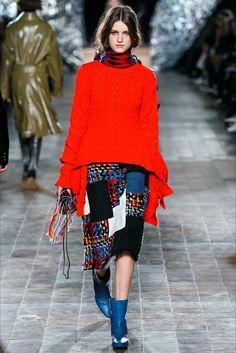 Guarda la sfilata di moda Sonia Rykiel a Parigi e scopri la collezione di abiti e accessori per la stagione Collezioni Autunno Inverno 2017-18.