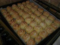 Kókuszos csiga – Ha nem gond, megosztom veletek a kedvencemet - Világcsoda Hungarian Recipes, Sweet Bread, Cake Cookies, Ravioli, Sushi, Food To Make, Sausage, Sheet Pan, Chips