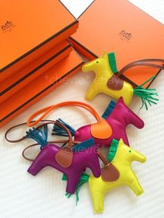 NEW-HERMES-ANEMONE-PURPLE-RODEO-HORSE-MM-KEY-CHAIN-RING-BAG-CHARM-POM-LEATHER