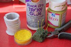 Maalaa rautalanka vihreäksi ja leikkele sopivan pituisiksi pätkiksi. Sitten tee rautalankapätkien toiseen päähän heteet Fun F...
