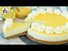 Delicious, wonderful fresh flavors and creamy no-bake lemon cheesecake. How about a layer of luscious homemade lemon curd and s. Lemon Cheesecake Recipes, Lemon Desserts, No Bake Desserts, Easy Desserts, Dessert Recipes, Digestive Biscuits, Salty Cake, Lemon Curd, Savoury Cake