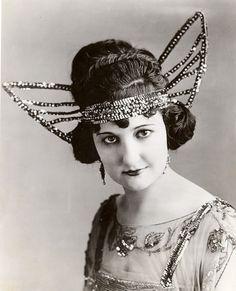 1920s butterfly headdress <3
