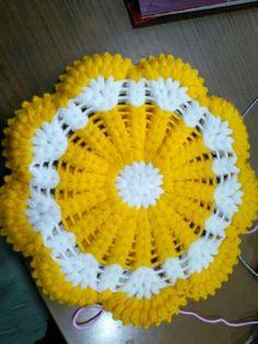 Crochet Flower Tutorial, Crochet Flower Patterns, Crochet Stitches Patterns, Baby Knitting Patterns, Crochet Designs, Crochet Doilies, Crochet Flowers, Diy Crafts Knitting, Diy Crafts Crochet